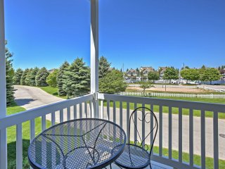 New! 3BR Manistee Townhome w/Harbor Views & Pool!