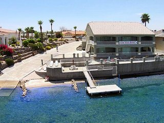PRIVATE SANDY BEACH AND BOAT LAUNCH  3640SF, SLEEPS 14