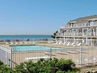 OCEANFRONT CONDO OVERLOOKING  Martha´s Vineyard