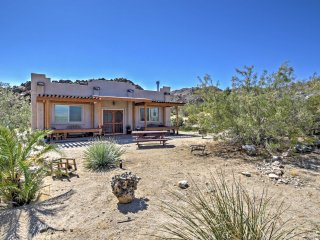 House on 2.5 Acres near Entrance to Joshua Tree!