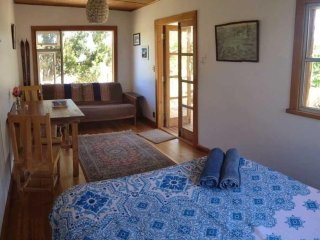 Secluded Sanctuary, Romantic Cottage, Stunning Views near Wanaka