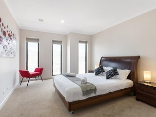 VILLA GARDENER - MELBOURNE New & Modern, Great for Groups, All Linen provided