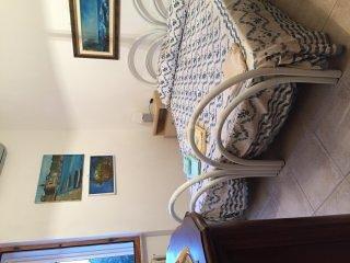 Das Master-Schlafzimmer mit einem großen Kleiderschrank