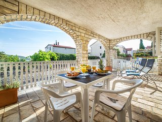 Apartment near the beach with big terrace, wifi - The heart of Croatia *****