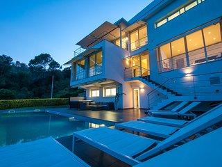 Villa Alta Vista - modern luxury villa!