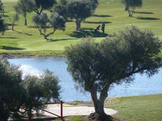 Casa de vacaciones en plena naturaleza junto a campo de golf y cerca de playas