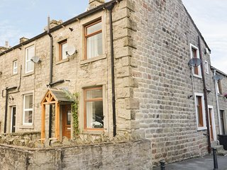 15 CHAPEL STREET, open plan, centre of Barnoldswick, perfect holiday retreat