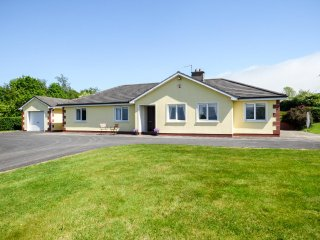 GREENFIELDS, cosy, great views, rural, near KIlmacthomas, ref: 961011