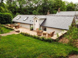 CHERRY TREE, countryside views, eco heating, near Chepstow, Ref 960998
