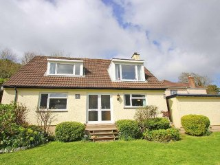 CHY KEMBRO dormer bungalow, enclosed gardens, moments from the beach in