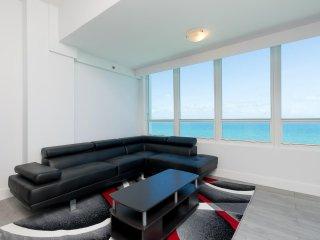 Gorgeous Penthouse with breathtaking Ocean Views in Miami Beach