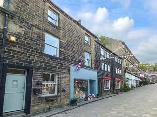 9 MAIN STREET, three-stories, mid-terrace, on town main street, WiFi, Haworth