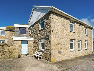 TREGIFFIAN VEAN, spacious holiday home, open fire, wonderful sea views, pet-frie