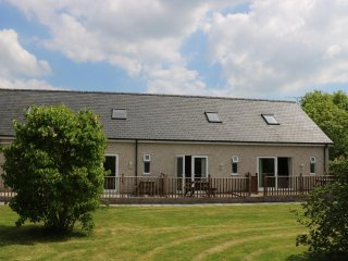 THE APARTMENT AT Y FELIN, wood burner, open plan, countryside views, in Dwyran,