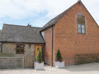 THE WAIN HOUSE, pet friendly, character holiday cottage, with a garden in Westho