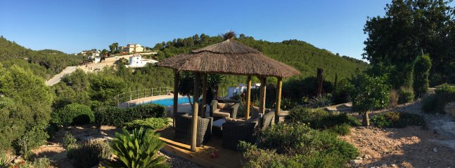 Relax in a stylish balinese hut and enjoy the views of Javea and the Mediterranean.