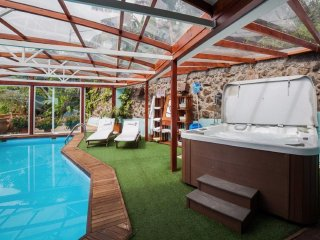 35% OFF o.p. May - June. Intimate, Cosy, Pool, Hot Tub, Gym. 'Apt. 18'