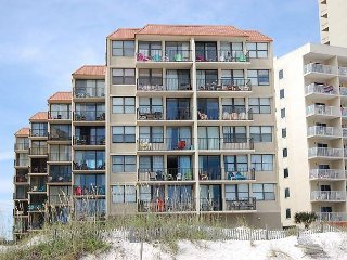 Gulf House 606: Two bedroom Gulf view condo located near shopping/restaurants