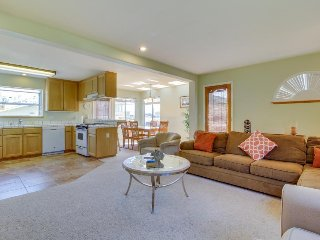 Cozy condo w/ ocean views, walking distance to the beach - rest & rejuvenate!