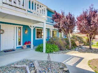 Charming oceanview home near public pool, pier, tennis courts, and beach!
