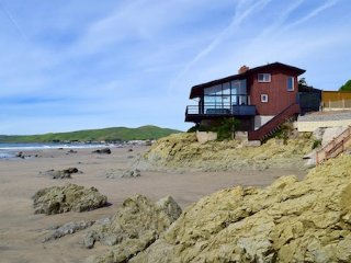 Dramatic oceanfront beach house w/panoramic views, large fireplace, beach access