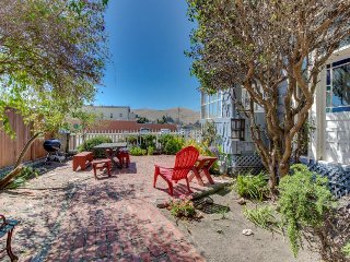 Charming Cayucos main floor duplex near town and beach, patio, free WiFi!