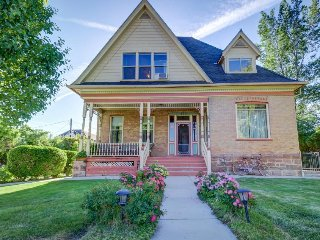 Grand Victorian-style home w/ beautiful backyard garden - relax on the patio!