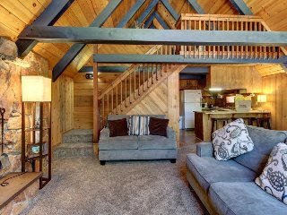 Spacious, dog-friendly cottage close to hiking, fishing, and outdoor fun!