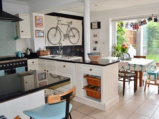 A characterful, 3 bed Edwardian home, 10 minutes from Henley town centre & river
