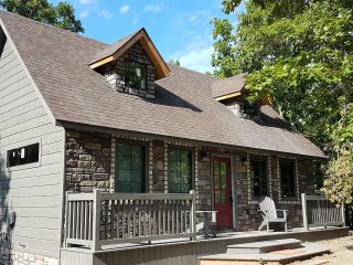 Greystone Cottage, Country Living at it's Best Near Broken Bow Lake