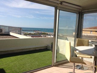 appartement T2 veranda et terrasse vue mer et vue marina