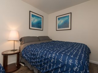Downtown 2 King Bed on Campus - just off Kirkwood! Walk Everywhere! Parking!
