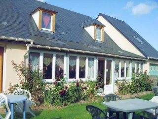 House with 5 rooms in cabourg, with enclosed garden and wifi