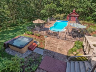 Luxury! 4,800 Sq Feet, 3 Acres On A Private Road. Pool, Hot Tub & Privacy.
