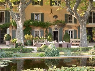 Sumptuous Bastide with Glorious Garden, 2 Beautiful Pools, in the heart of