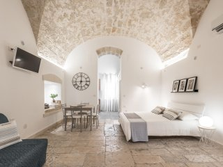 Stone M8 Apartment Bari City Center + WIFI