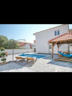 Beautiful modern house with pool Dino