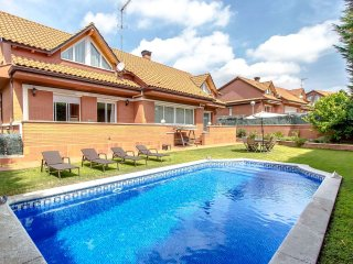 Remarkable villa in Sant Cugat del Vallès for 10 people, only 20km from