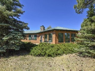 Emily Elizabeth is centrally located in the Pagosa Lakes and offers amazing