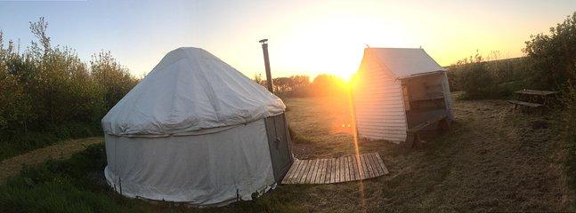 dormitorio al tramonto