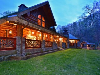 Complete privacy and ultimate luxury!  4 bdrm with guest house; HOT TUB