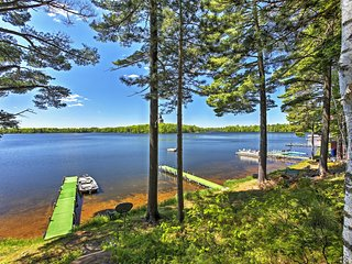 Lakefront 'Maple Cottage' w/Dock, Boats & Fishing!