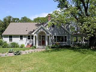 Tranquil 4BR on Bourne's Pond w/ Private Beach, Dock & Screened Porch