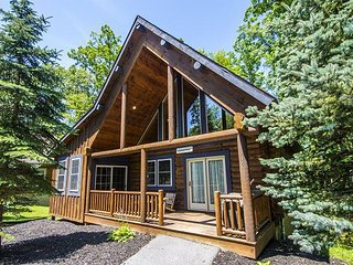 Centrally Located Log Home with Indoor Hot Tub