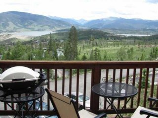 BREATHTAKING MOUNTAIN And LAKE VIEWS. HOT TUB/Pool. Exclusive FREE Golf, Paddle