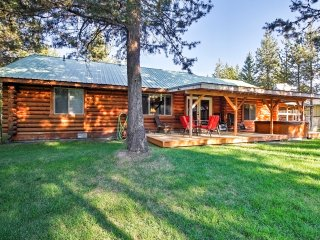 Pet-Friendly Bend Area Cabin w/Hot Tub & Fire Pit!