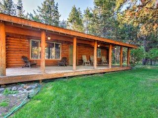 Pet-Friendly Bend Area Cabin w/Hot Tub & Fire Pit!