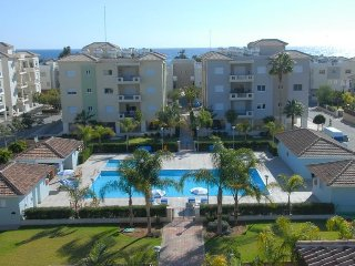 2b Seafront Pool Apartment - Lighthouse Beach.