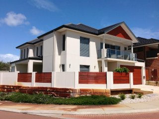 Lakeside Luxury Accommodation- B&B and Entire House Solutions