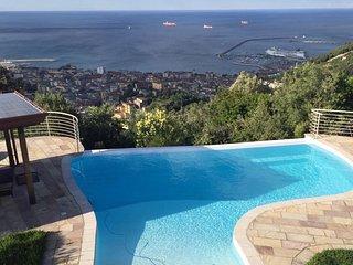 Dependance in villa Samurai a Salerno con Piscina